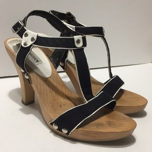 Steve Madden women's wooden based heels size 8